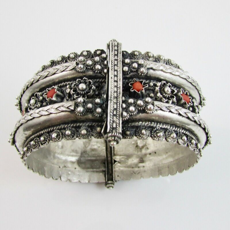 Vintage Sterling Silver Indian Designed Embossed Hinged Bangle with Coral 54.7g